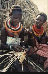 4, kenia, begin van een matje vlechten, binden ,weven.,4