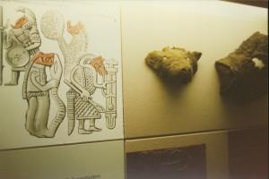 V, masker van een wolfskop , van vilt, Haitabu, vikingtijd