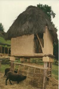 Beynac, 1994.Steunt op zandsteen