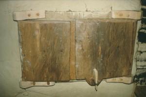 Naesby, 2 houten ramen met houten scharnieren, , 1996