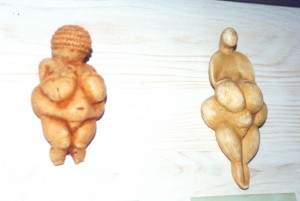 1 en 2 S, geloof, 2 vrouwenfiguren, 22.000 v. Chr.
