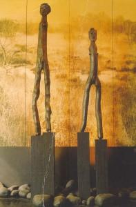 5, IJ, geloof, 2 houten Goden van Braak, museum Schleswich, Duitsland