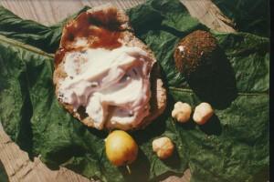 p,  voeding, brood met verse kaas, jam en groentekroket