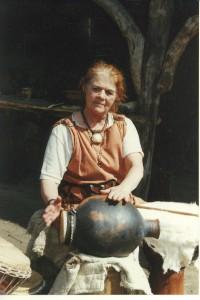 prehistorische muziek, pot als klankbord voor een trommel